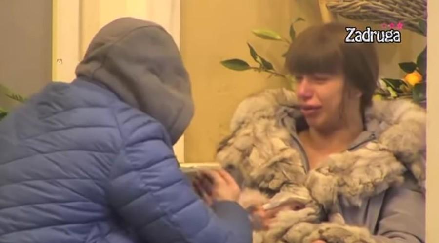 """""""LOŠE MI JE"""" Uplakana Miljana izbezumila sve u kući, nova DRAMA U ZADRUZI (VIDEO)"""