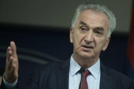 Šarović traži od Vlade da opozove Perovića zbog IZGOVORENIH PRIJETNJI I VELEIZDAJE