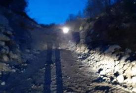 TOTALNI SAOBRAĆAJNI KOLAPS Odron i tri pokvarena bagera potpuno blokirali put