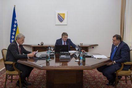 """KOMŠIĆ TVRDI """"Dodik ne želi da se izjasni o prijedlogu da Savjet ministara dostavi izveštaj o donacijama za migrantsku krizu"""""""