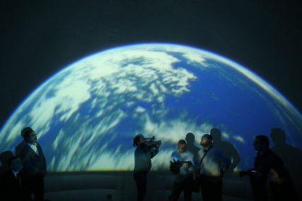 KRENITE NA PUTOVANJE KROZ SVEMIR Planetarijum na PMF otvoren za posjete svakog petka