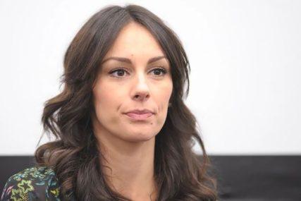 """DOK ČEKAM OVCE"" Lijepa glumica FOTOGRAFIJOM IZ KREVETA napravila pravu pometnju"
