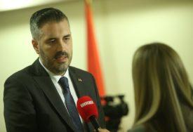 DONACIJA ZA BUDUĆNOST Ministar Rajčević podijeliće prvih 15 Rasperi Paj računara osnovcima u Jezeru