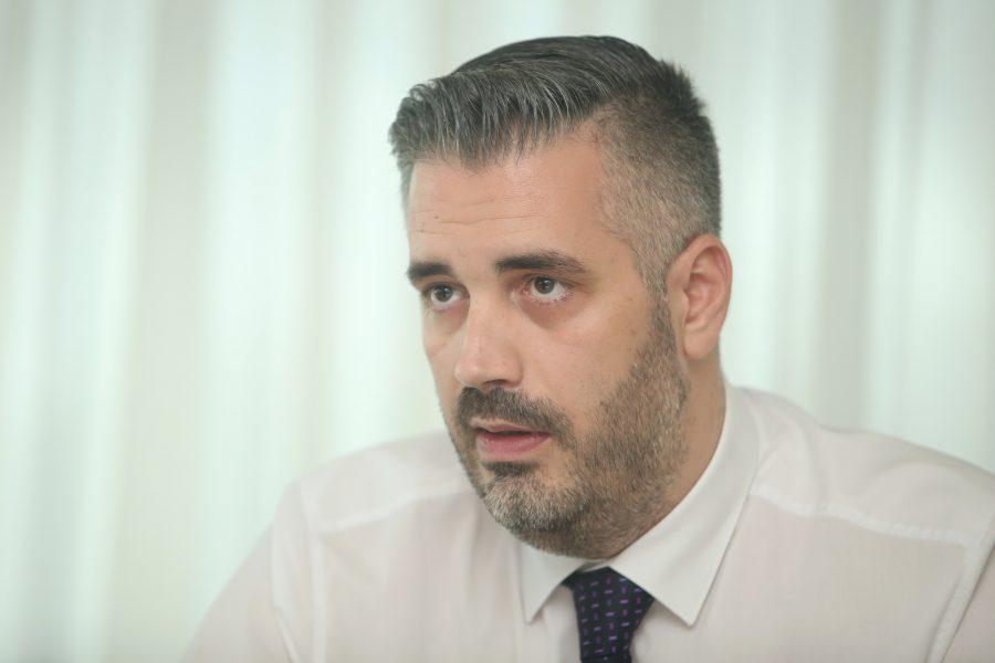 """""""STANIVUKOVIĆ NEZASLUŽENO PREUZIMA ZASLUGE"""" Rajčević poručio da je realizacija projekta pametnog stajališta ZASLUGA RADOJIČIĆA i njegovog tima (VIDEO)"""