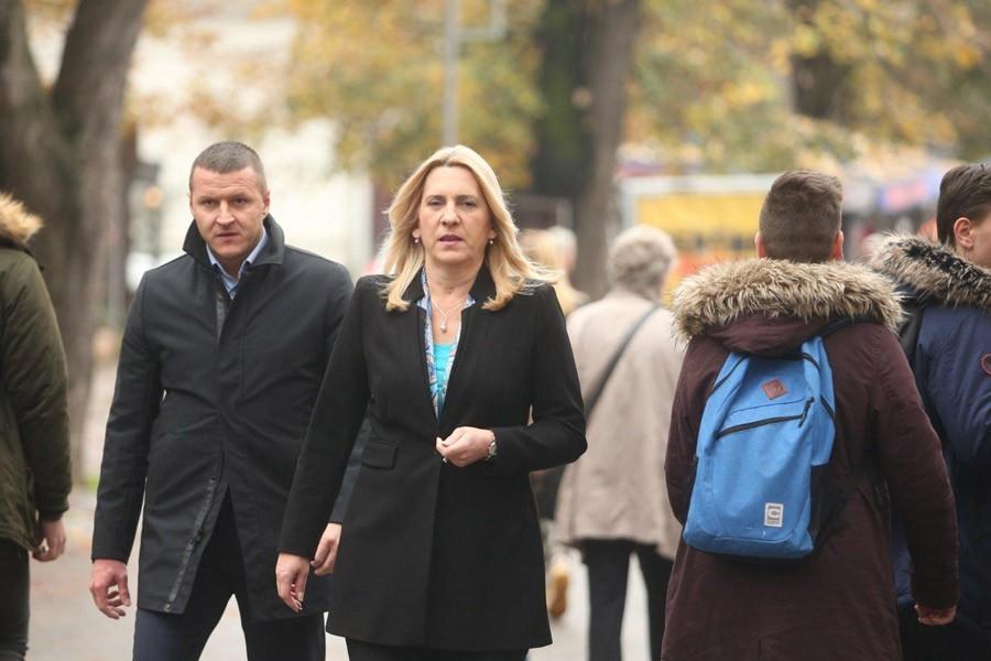 """""""PONOSNI NA SLAVNU ANTIFAŠISTIČKU PROŠLOST"""" Predsjednica Srpske čestitala Dan Banjaluke"""