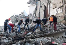 """""""SPASAO SAM SUPRUGU, KĆERKU NISAM MOGAO"""" Potresna ispovijest oca žrtve zemljotresa"""