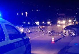 TEŠKA NESREĆA U ZENICI Povrijeđene četiri osobe u sudaru dva automobila