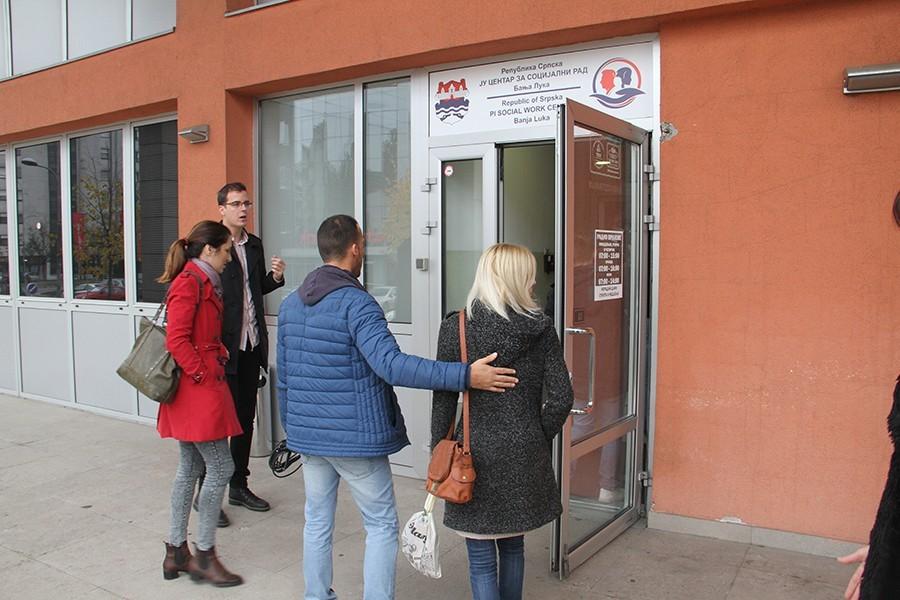 Radnici danas dobijaju martovske plate:  Rukovodstvo Centra za socijalni rad će čekati usvajanje budžeta grada