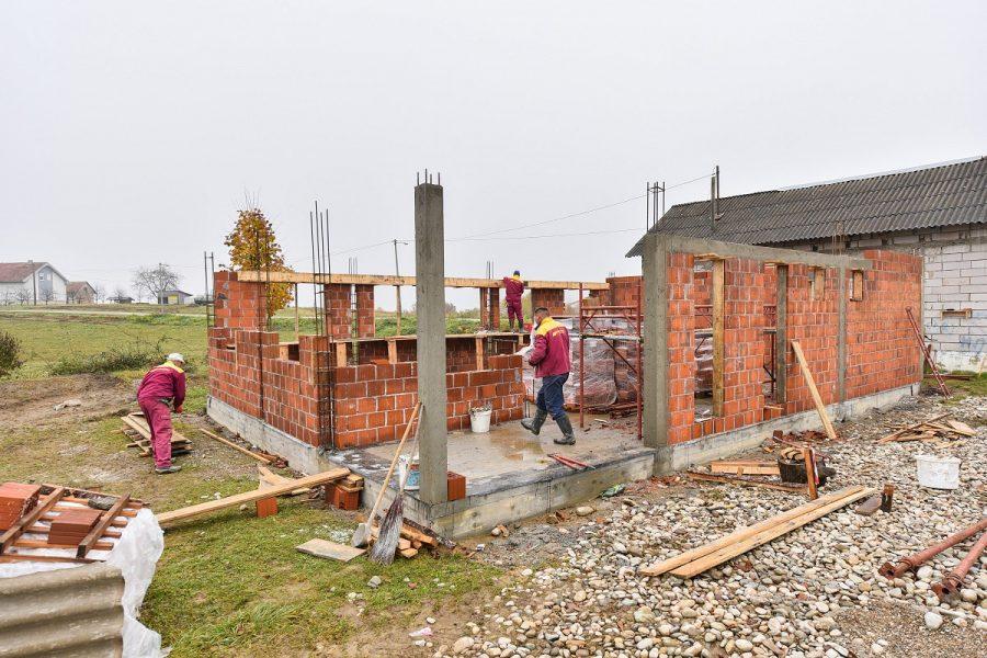 USKORO POD KROVOM Pri kraju izgradnja društvenog doma na Krčmaricama