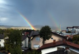 IZMAMILE OSMIJEHE Na nebu iznad Banjaluke nakon obilne kiše čak DVIJE DUGE (FOTO)