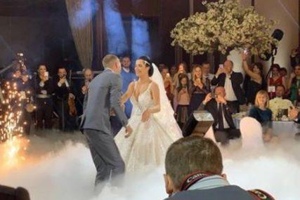 Ceca kitila trubače novčanicama od 500 evra: Ove detalje sa Veljkove svadbe javnost nije znala