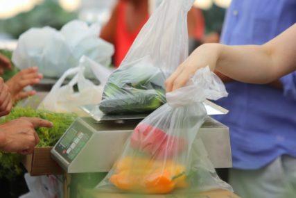 PLASTIČNE VREĆICE GUŠE PLANETU U prodavnicu treba ići sa cegerom