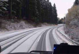 VOZITE OPREZNO! U višim predjelima snijeg na kolovozu