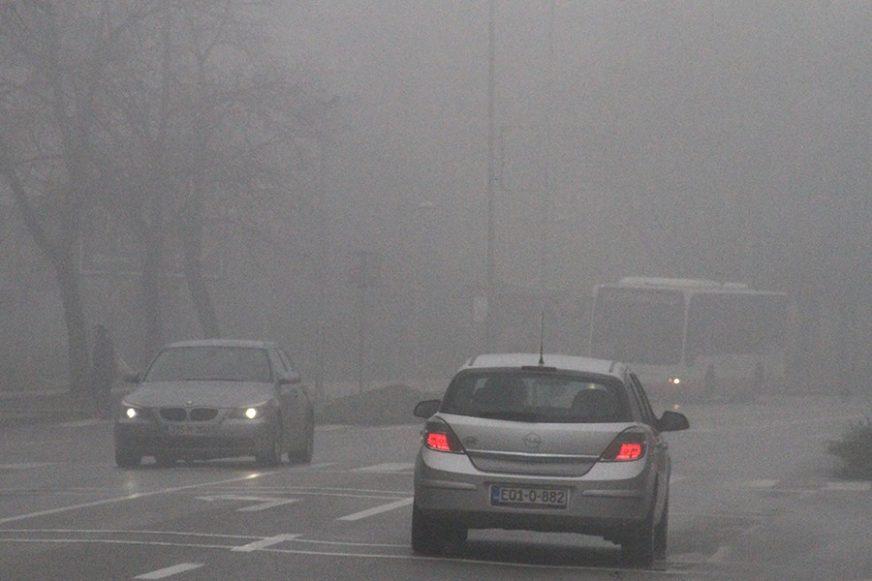 VOZAČI, BUDITE NA OPREZU! Magla mjestimično smanjuje vidljivost na putevima