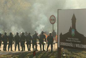POLICIJA PROGONI I LJEKARE BEZ GRANICA Migrantska kriza u Velikoj Kladuši, BABO ĆUTI