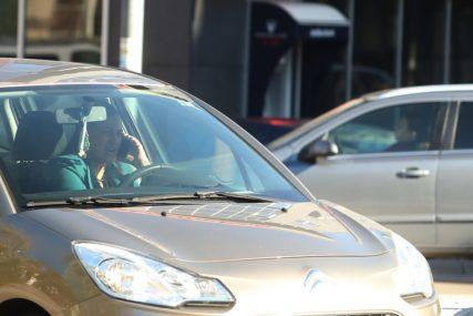 SEKUNDE KOJE ŽIVOT ZNAČE Svaki deveti vozač u rukama drži mobilni