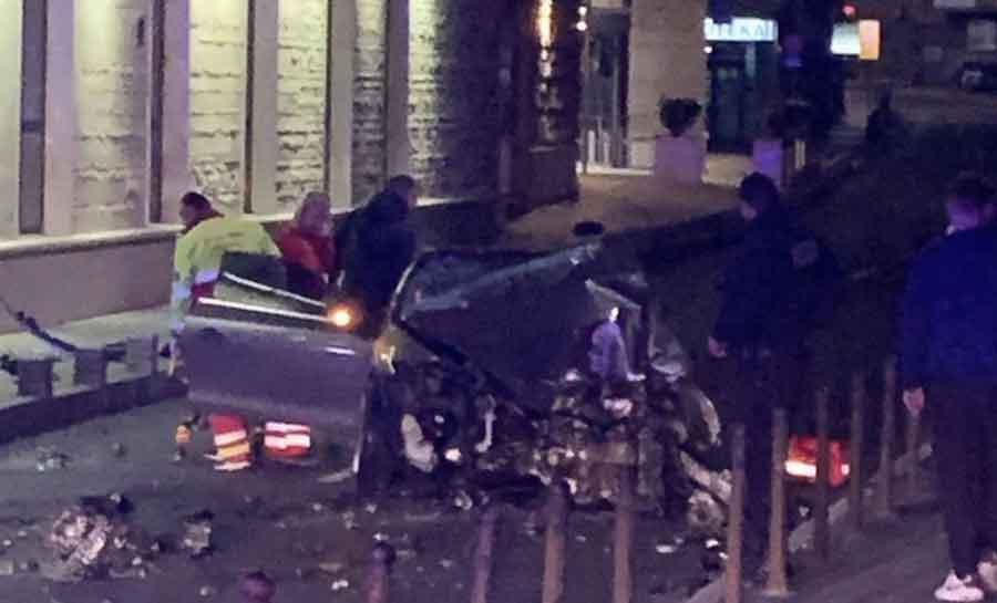 AUTOMOBIL POTPUNO SMRSKAN Snimljena opasna vožnja koja je dovela do TEŠKE NESREĆE (VIDEO)