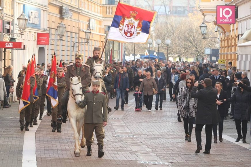 SRPSKI VOJNICI MARŠIRALI GRADOM Banjaluka slavi dan kada je oslobođena od okupacije (FOTO)