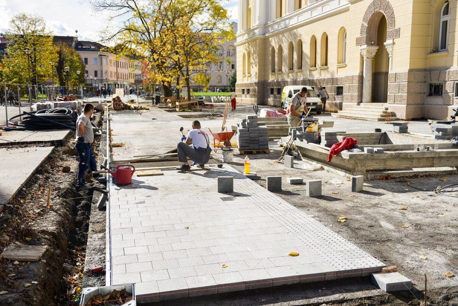 ULJEPŠAVANJE GRADA Počelo postavljanje granitnih ploča ispred Banskog dvora