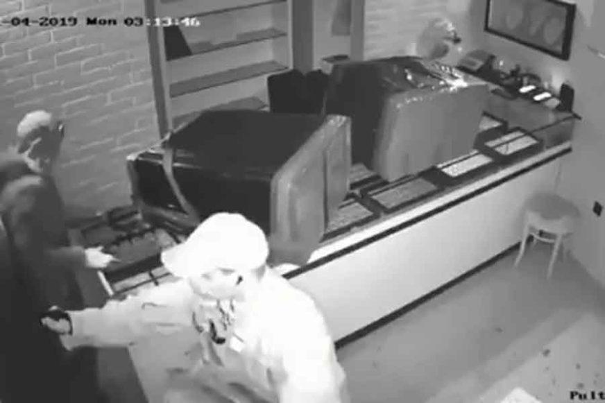 FILMSKA PLJAČKA Uigrani trojac za MINUT I PO odnio zlato vrijedno milion kuna (VIDEO)