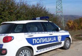 DVA AUTOMOBILA POTPUNO SMRSKANA Tri osobe povrijeđene u teškoj saobraćajnoj nesreći