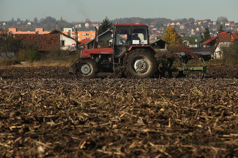 Još jedna negativna posljedica POJAVE VIRUSA KORONA: Na čekanju MILION MARAKA za poljoprivrednike