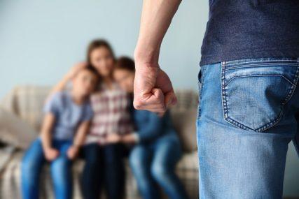 """BLAGE KAZNE IM DAJU """"SNAGU"""" Nasilje u porodici kao izazov cijelog društva"""