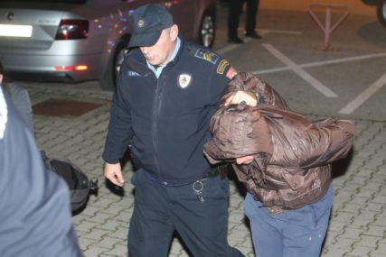 UBO GA NOŽEM U VRAT PA ZAPALIO Produžen pritvor optuženima za ubistvo beskućnika