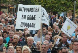 PODANIŠTVO U KRVI Nesmjenjiva vlast i slaba opozicija OBESMISLILI PROTESTE