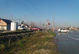 ŽELJEZNICE RS ZATVARAJU PRUŽNE PRELAZE Rampe podignute, a voz prelazi na uvjerenje mašinovođe