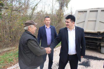 IZDVOJENO 94.000 KM Novi asfalt u mjesnoj zajednici Jablanica kod Lopara