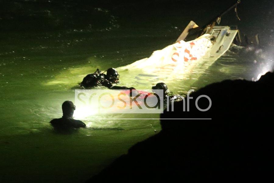 RONIOCI IZVUKLI TIJELA POGINULIH Tragedija u kanjonu Vrbasa okončana smrću dva radnika (FOTO)
