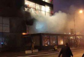ZAPALILA SE PLINSKA BOCA Ugašen požar u sarajevskom tržnom centru