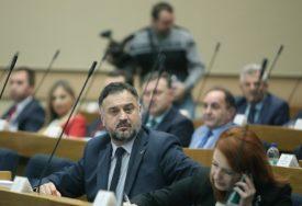 """ŽUNIĆ ZA SRPSKAINFO """"Nema potrebe da Šarović ponovo PRAVI CIRKUS u Narodnoj skupštini"""""""