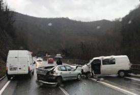 TEŠKA NESREĆA KOD JABLANICE Sudar tri vozila, ima povrijeđenih