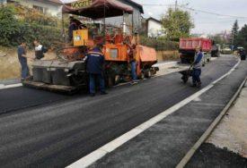 POBOLJŠANJE PUTNE MREŽE U toku asfaltiranje Ulice Momčila Popovića