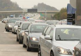 OVO NIJE PRVI PUT Kolona automobila sa albanskim zastavama prodefilovala Zetom