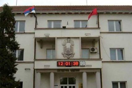 PORED SRPSKE I ZASTAVE EU Albanska zastava na zgradi opštine u Bujanovcu