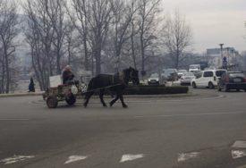ZAPREGOM U KRUŽNI TOK U Zenici usred grada vozio konjska kola
