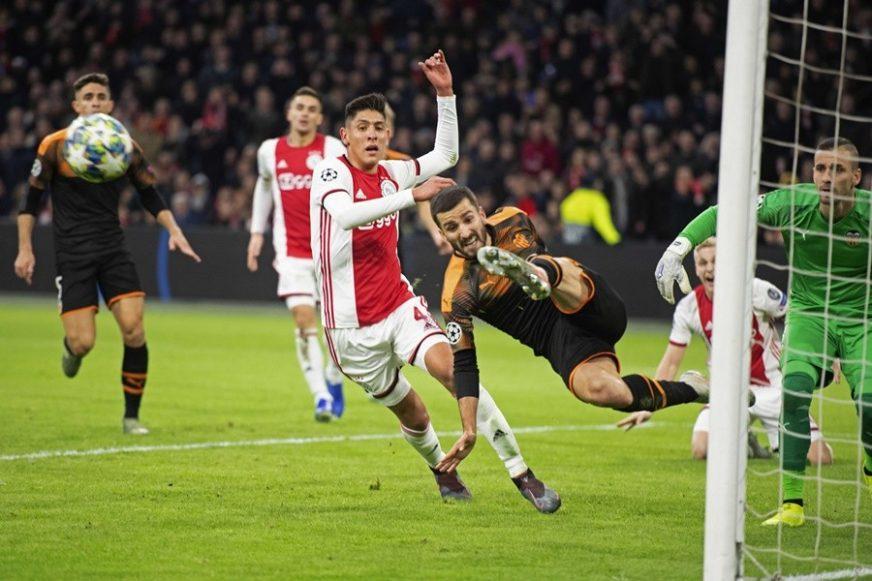 ŠOK U AMSTERDAMU Ajaks ostao bez šesnaestine finala, oslabljena Barselona slavila u Milanu