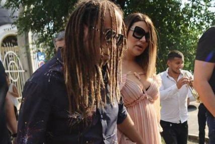 NOSI BURMU NA RUCI Rasta nakon izlaska iz pritvora objavio sliku kako grli kćerkicu Taru (FOTO)