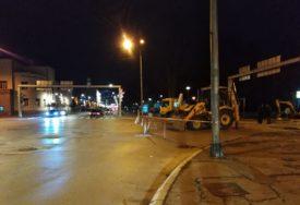 SANACIJA VRELOVODNE CIJEVI Obustava saobraćaja kod Narodne skupštine Republike Srpske (FOTO)