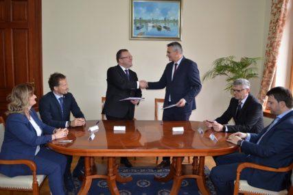 ŠANSA ZA ZAPOSLENJE Potpisan Memorandum o razumijevanju između Vlade Brčko distrikta i StudenHoldinga