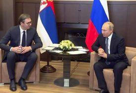 RAZMIJENILI POKLONE Putin od Vučića dobio PUŠKU, on njemu poklonio ikonu iz 19. vijeka (FOTO)