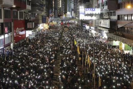 """""""BORITE SE ZA SLOBODU"""" Ulicama Hongkonga demonstriralo 800.000 ljudi"""
