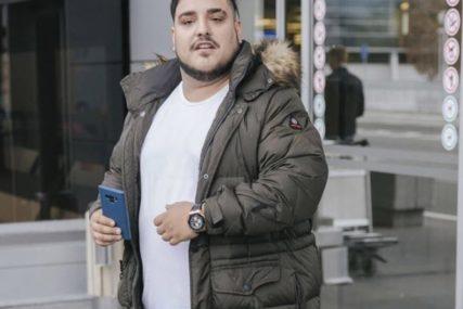 """""""IMAM REZOVE NA STOMAKU"""" Pjevač zbog viška kilograma operisao želudac"""