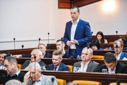 """""""Ajde da ovo ispravimo"""" Dragan Banjac poručio da je uskratiti djeci pravo na igru BAŠ JALOVA POLITIKA"""