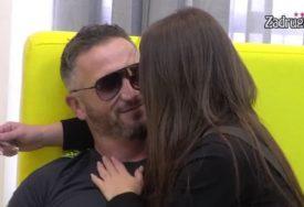 VRELA AKCIJA ISPOD POKRIVAČA Rijaliti par nije mogao da obuzda emocije pred kamerama (VIDEO)