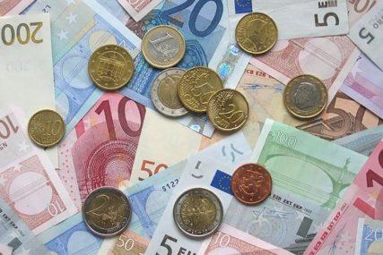 KOMŠIJE RASPOLAŽU VRTOGLAVIM IZNOSIMA Najviše računa do pet miliona evra, najbogatiji stranac