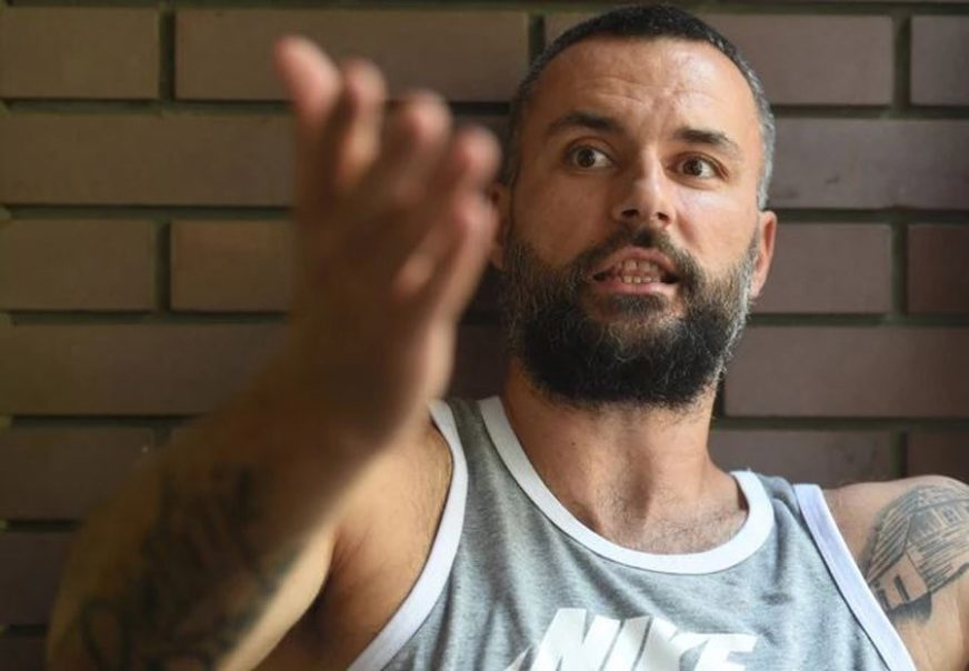 ROBIJA U MAMINOM STANU Gurović kaznu kućnog zatvora zbog prebijanja žene izdržava BEZ NANOGICE